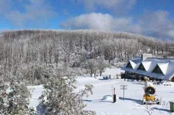 Lake Mountain snow experience private tour